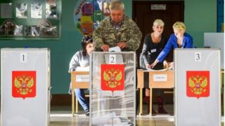 A man casts his vote in Kostroma (13 Sept)