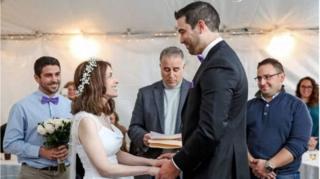 ทั้งคู่แต่งงานกันที่บ้านของฝ่ายชายในรัฐนิวยอร์ก โดยมีพ่อของเจ้าบ่าวเป็นบาทหลวงผู้ประกอบพิธี