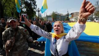 Активисты празднуют принятие закона о языке