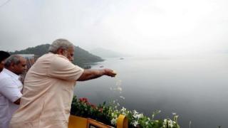 Narendra Modi offering flowers at Narmada River from Narmada Dam