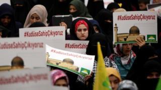 Falastiiniyiin banaanbax ka dhigayey Diyarbakir oo ka soo hor jeeda go'aankii Maraykanka uu ka qaatay Quddus.