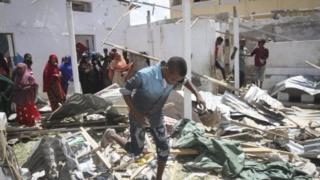 Les ruines des bâtiments administratifs visés par l'attentat