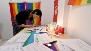 La sodomie est punie de trois ans d'emprisonnement en Tunisie.