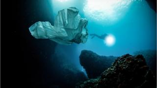 plastic-bag-in-ocean.