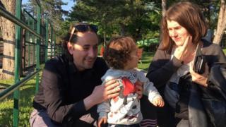 Марко Протић са супругом и једногодишњом ћерком