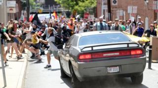 دادستانی با رد ادعای وکلای آقای فیلدز می گویند او نه از ترس جانش که به عمد با خودرو به جمع مخالفان تظاهرات راستگرایان زد