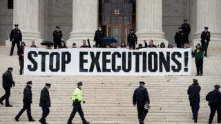 Protesta ante la sede de la Corte Suprema de Estados Unidos en Washington DC