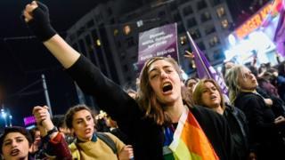 8 Mart 2019'daki gösterilerden bir kare