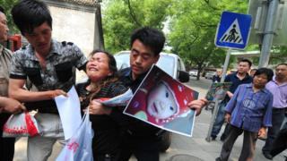 A woman who granddaughter died in the 2008 milk scandal protests in Beijing