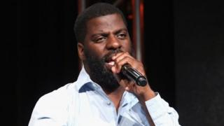 """Hip-hop artist, songwriter and activist Che """"Rhymefest"""" Smith performs at The Beverly Hilton Hotel."""