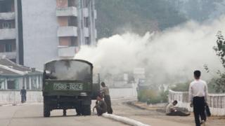 함경남도 함흥시에서 고장난 목재 건조 증기 차량이 멈춰있다