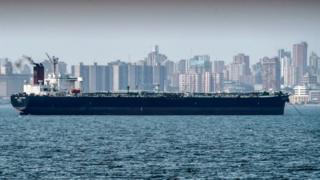 Tanquero petrolero en el lago de Maracaibo.