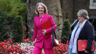 Liz Truss entering No 10, next to Therese Coffey