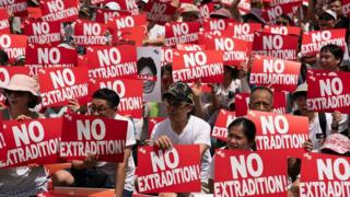 Чому сотні тисяч вийшли на вулиці у Гонконзі?
