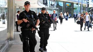 Полиция патрулирует Манчестер