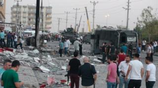Police and officials surround the scene of a bomb blast in Kiziltepe (10 August 2016)