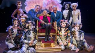 Dame Gillian Lynne with Andrew Lloyd Webber, Cameron Mackintosh and dancers from Cats