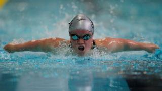 Ellie Simmonds swimming