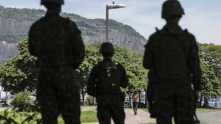 Exército policiando o Rio