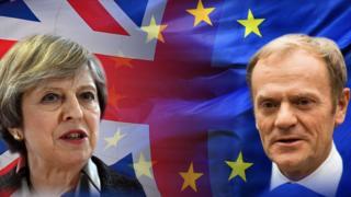 رئيس المجلس الأوروبي دونالد تاسك ورئيسة الوزراء البريطانية تيريزا ماي