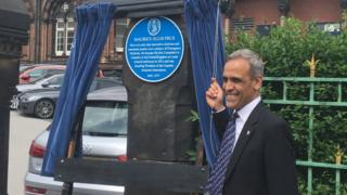 Taj Hassan unveiling the plaque at LGI