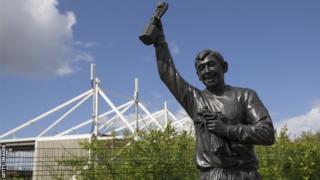 Gordon Banks statue