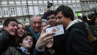 """Les selfies avec le président sont tellement habituels qu'ils ont leur propre nom : les """"Marcelfies""""."""