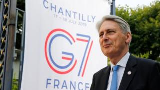 Philip Hammond will  not exclude  backing no confidence vote to stop no-deal Brexit