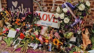 海瑟爾·海耶在夏洛茨維爾遇害地點的鮮花
