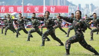 今年6月30日,解放軍駐港部隊在香港昂船洲基地進行軍事演練。