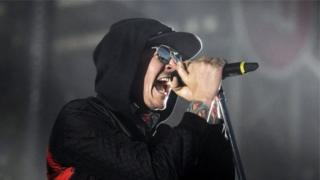 Linkin Park тобунун солисти Честер Беннингтон каза тапты