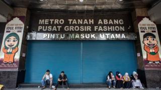 Pasar Tanah Abang tutup akibat demo 22 Mei.