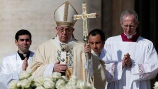 Giáo Hoàng Francis chủ trì Lễ Phục sinh ở Quảng trường St Peter, Thành phố Vatican vào ngày Chúa nhật Phục sinh 1/4- ngày thiêng liêng nhất của Ki tô giáo.