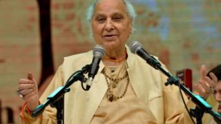 narendra modi Pandit Jasraj on stage