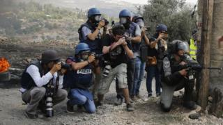 سربازان اسرائیلی و خبرنگاران