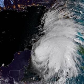 عکس ماهواره ای توفان مایکل در خلیج مکزیک که دامنه آن به فلوریدا رسیده
