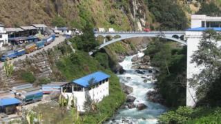तातोपानी क्षेत्रमा दुई देशबीचको सीमा जोड्ने 'मितेरी पुल'