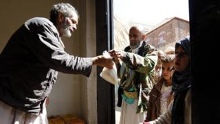 Yemenis receive charity-provided food rations in Sanaa, Yemen (12 November 2017)
