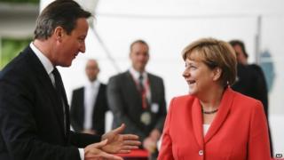 David Cameron (l) with Angela Merkel