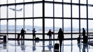 Người nước ngoài được xác định một phần bởi tính tạm thời của việc lưu lại của họ ở nước ngoài