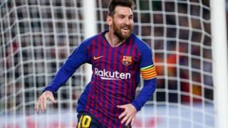 Lionel Messi celebra su primer gol de la noche contra Liverpool.