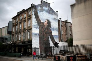 A portrait of Billy Connolly, by artist Jack Vettriano, one of three giant murals more than 50ft high that have been unveiled in the east end of Glasgow.