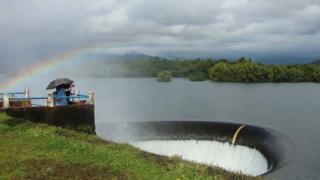 Le premier barrage de l'État a submergé le village de Curdi.