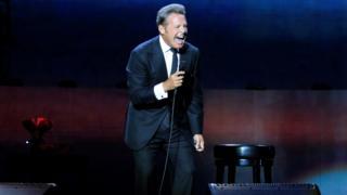 O cantor Mexicano Luis Miguel no palco