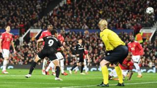Wissam Ben Yedder, le bourreau de Manchester United, marquant le 2e but sévillan.