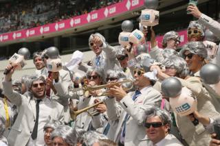 The Richies cheer on Australia at the Sydney Cricket Ground