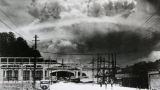 1945年8月9日上午11時02分長崎遭受原子彈攻擊瞬間當地拍攝的一張照片