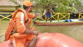 केरल बाढ़, बाढ़ में पीने का पानी, वाटर ट्रीटमेंट प्लांट, पेयजल