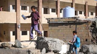 مدرسة مدمرة باليمن