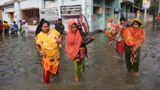 People-walking-through-flood-water-in-Bangladesh.